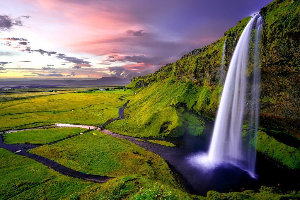Paisagem natural com cascata